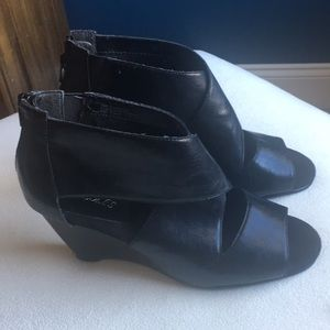 Aerosoles black wedge peep toe shoes sz 7.5